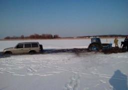 Черкаські автолюбителі грають у зимову рулетку з кригою