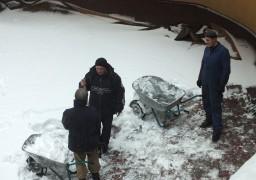 Черкаський драмтеатр засипало снігом