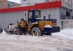 Залізничний вокзал прибирають від снігу