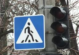 На перехресті Грушевського-Шевченка підключають нові світлофори