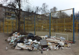 Спортмайданчик по вул. Волкова, 95 загрожує життю дітей?