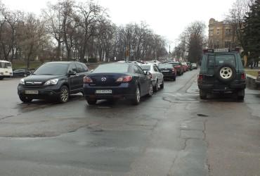 Чи потрібні платні паркувальні майданчики у Черкасах?