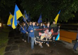 Кілька десятків черкащан пройшли ходою від пл. Б Хмельницького до Площі Слави