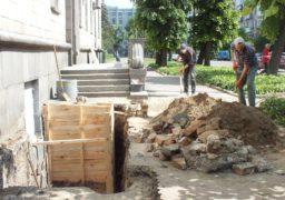 Біля ОДА триває незаконне будівництво?