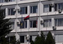 В Черкасах активісти замінили прапор ЄС на червоно-чорний