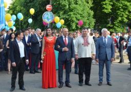У Черкасах відвальсували випускники-2016
