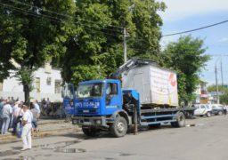 У Черкасах продовжать демонтувати незаконні тимчасові споруди