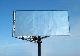 Рекламний білборд на пішохідному переході