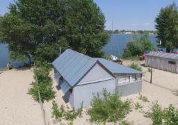 Виявлено власника незаконної споруди на березі Дніпра