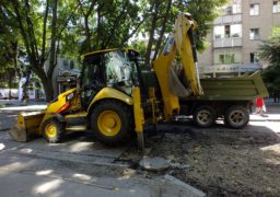 На вул. Небесної сотні ремонтують теплотрасу