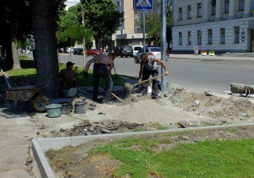 У Черкасах капітально ремонтують тротуари