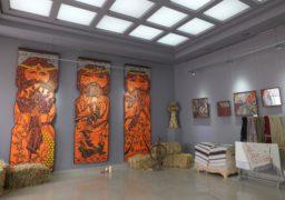 """Старовірські мотиви: У Черкасах діє виставка """"Дари Богів"""""""