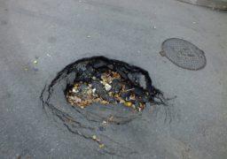 Провалля на дорозі у середмісті Черкас