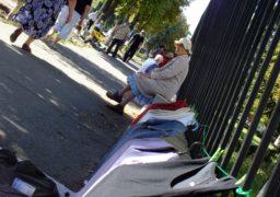 За межею бідності: як черкаські пенсіонери заробляють на хліб