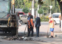 Анатолій Бондаренко проінспектував роботи по відновленню ділянки вулиці Небесної Сотні