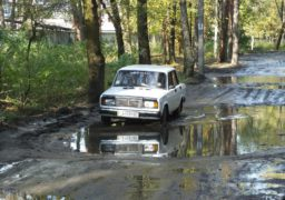 На вул. Менделєєва страждають автівки