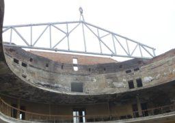 Над черкаським драмтеатром почали будувати дах