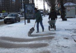 Черкаські комунальники дбають про безпеку пішоходів