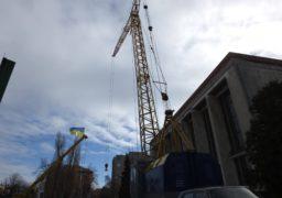 Дах над театром обіцяють збудувати до Нового року