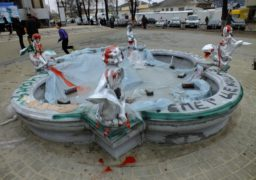 На площі біля ЦДЮТ демонтують фонтан