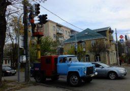 На розі вулиць Остафія Дашкевича та Благовісної несправні світлофори