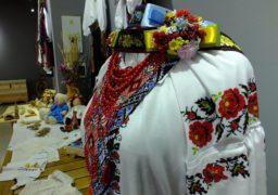 У галереї народного мистецтва діє виставка дитячого традиційного українського костюму