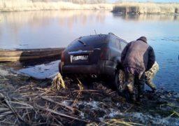 З Дніпра витягнули автомобіль з тілами двох людей