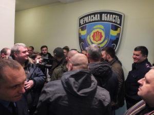 Громадськість вигнала полковника з приміщення поліції