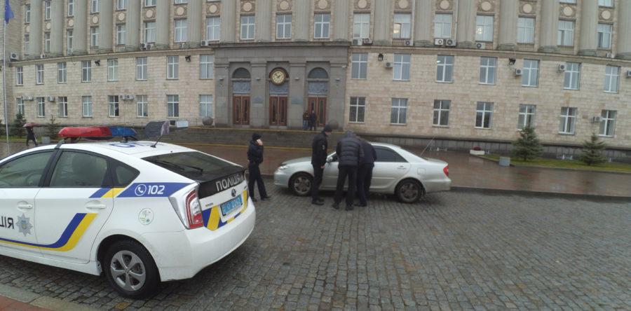 Патрульні оштрафували водія начальника обласної поліції за паркування біля ОДА