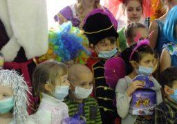 Онкохворих дітей привітали з новорічними святами
