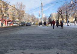 Через ожеледицю у Черкасах страждають водії та пішоходи
