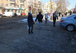 У центрі Черкас на тротуарах – ковзанка