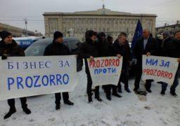 У Черкасах активісти покаталися вулицями та попсували майно у міськраді