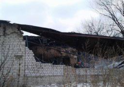 Черкаси: рятувальники ліквідували пожежу на складі меблевих матеріалів
