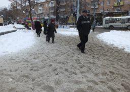 В самому центрі Черкас на пішохідній зоні справжнє «снігове місиво»