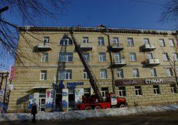 Обережні бурульки! На дахах черкаських будинків велике скупчення льоду