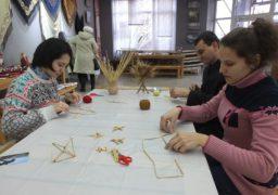 У Черкасах провели майстер-клас з виготовлення «традиційних павуків»