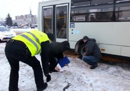У середмісті пасажирський атобус збив підлітка