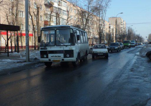 """У середмісті Черкас ДТП за участю """"маршрутки"""" №8 та ВАЗу"""