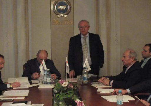 """З черкаськими """"батьківщинівцями"""" зустрівся відомий політик Борис Тарасюк"""