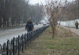 Вздовж 3 міської лікарні встановили паркан