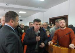 Черкаські депутати та громада не помістилися у мерії