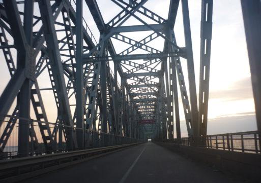 Зміни у роботі пропускного «вікна» на мосту через Дніпро