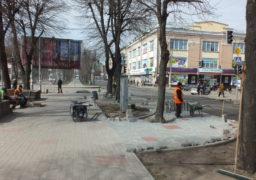 На бульв. Шевченка облаштовують зону відпочинку