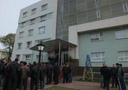 """Поліція затримала озброєних осіб, що утримували офіс """"Черкасиобленерго"""""""