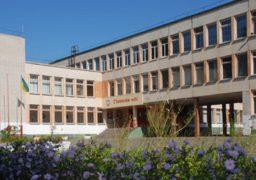 На території черкаської школи досі вшановують радянського воєначальника