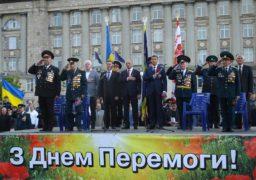 У Черкасах традиційною ходою та мітингом відзначили 72-у річницю перемоги над нацизмом у Другій світовій війні