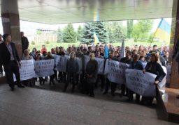 Співробітники «Черкасиобленерго» вчергове пікетують «Азот»