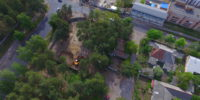 Забудовник знищив десятки сосен на ділянці по Можайського, 50, відданій міськрадою під будівництво приватного медцентру