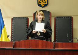 Соснівський суд вирішив, що вчительку англійської 17-ї школи Макаренко звільнили за аморалку законно, та відмовив їй у задоволенні позову